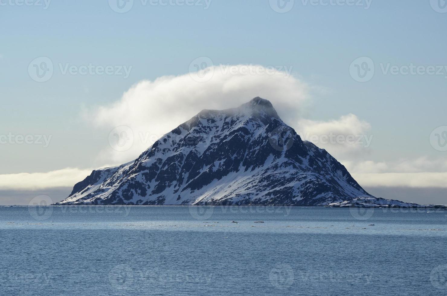 montaña brumosa foto