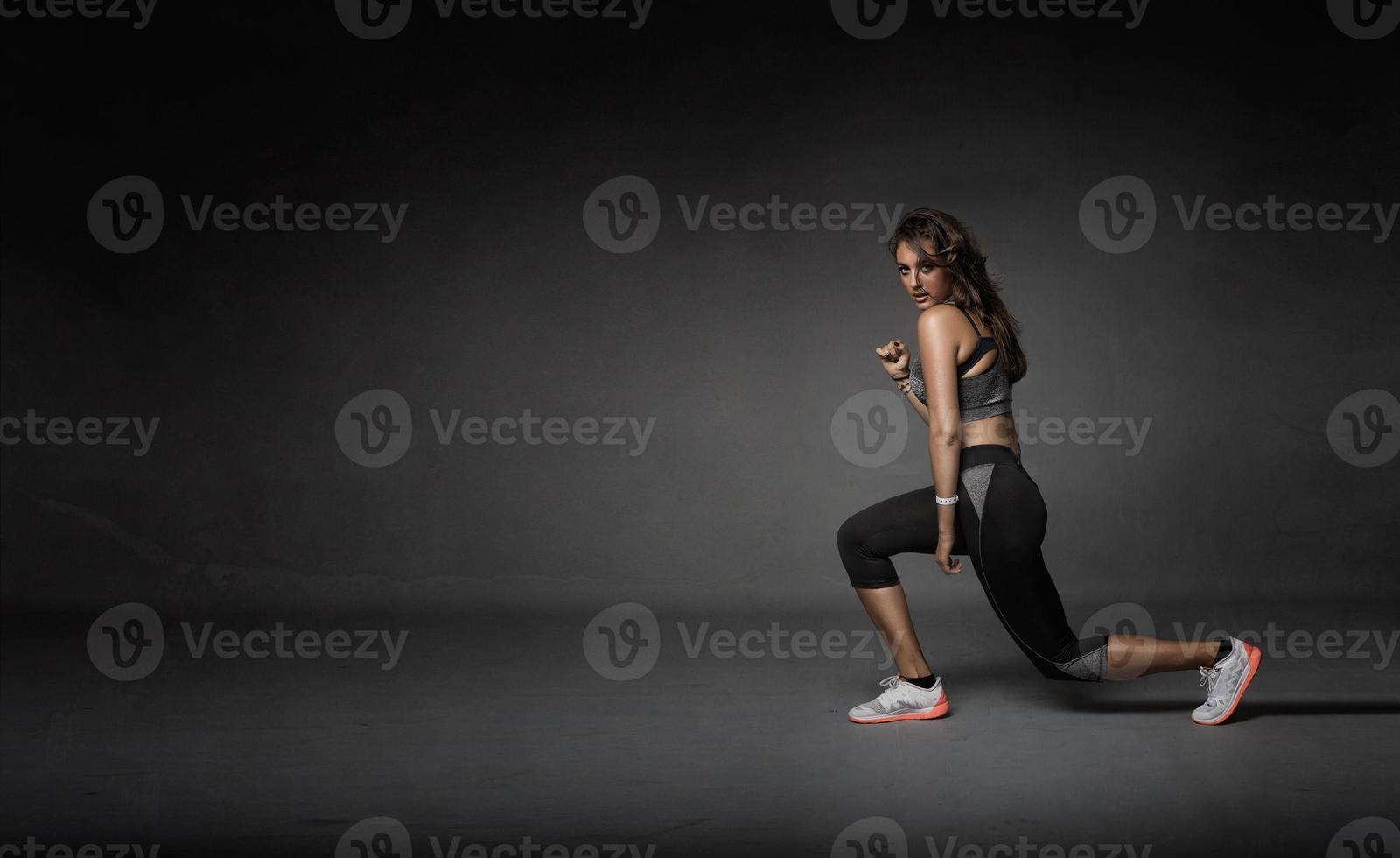 niña estirando piernas foto
