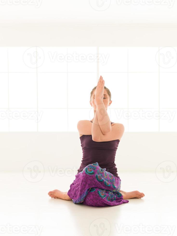 pose de yoga difícil foto