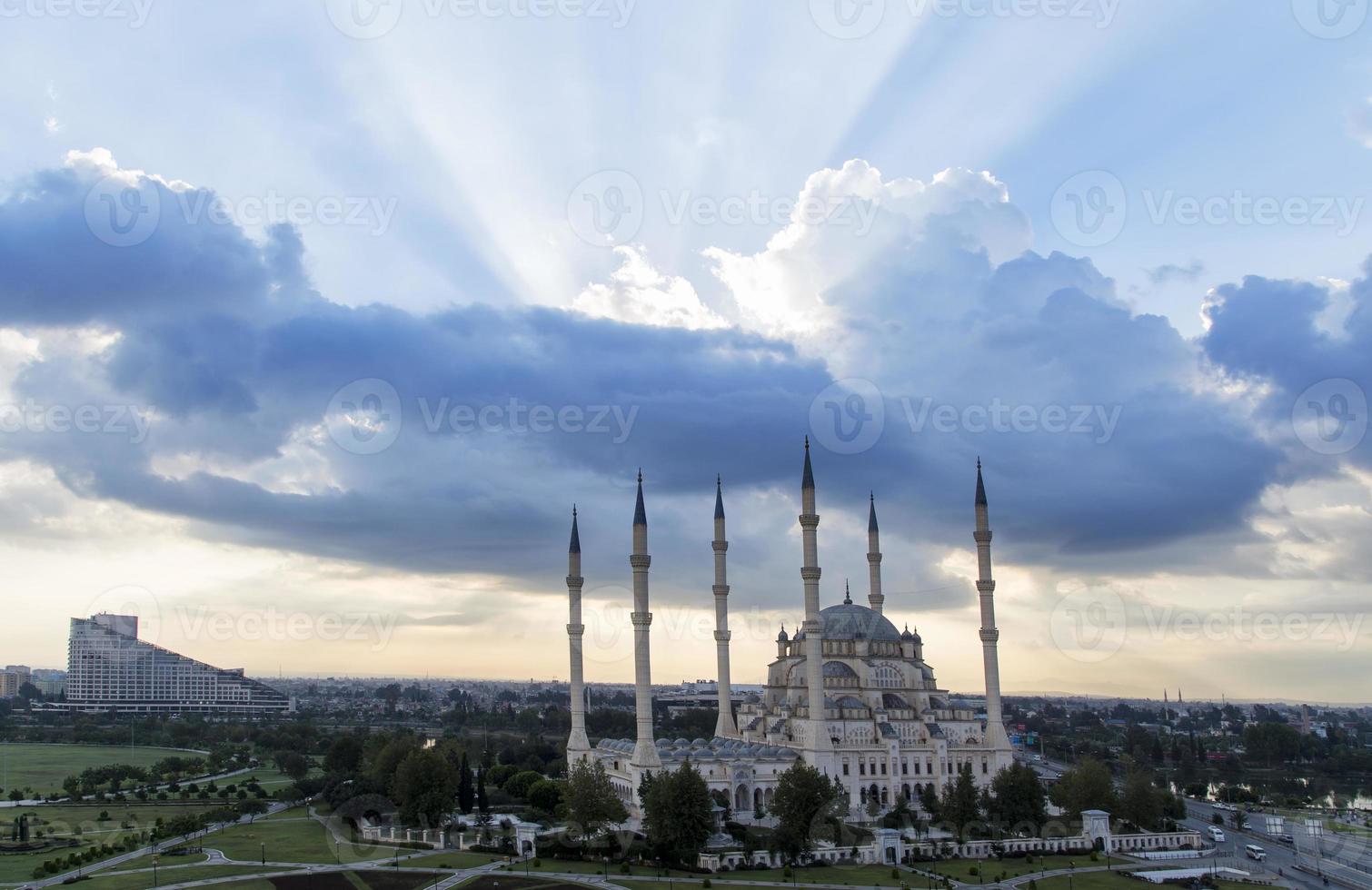 mezquita central en adana turquía foto