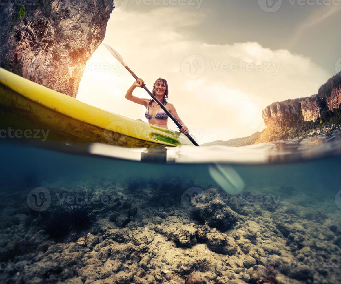 signora con kayak foto