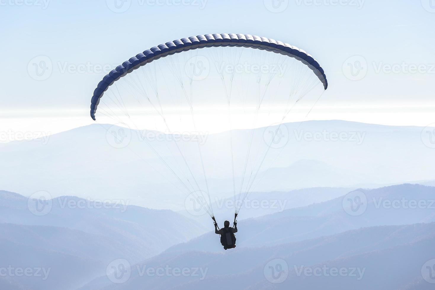 parapente en el cielo foto