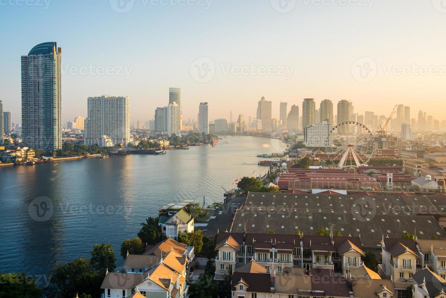 paisaje del río en la ciudad de bangkok foto