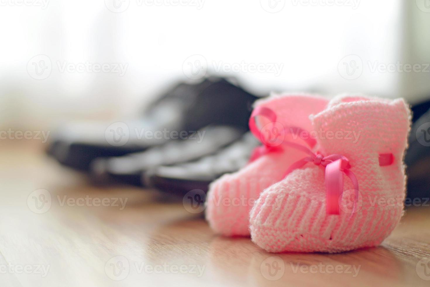 fila di scarpe di famiglia foto