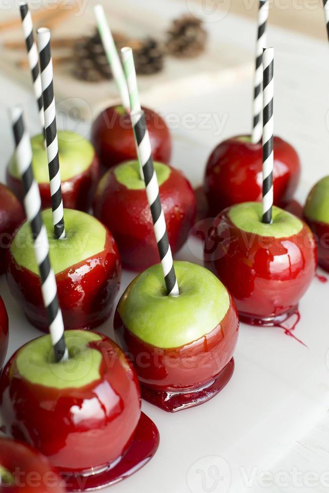 caramelo de manzana, fila de dulces de manzana foto