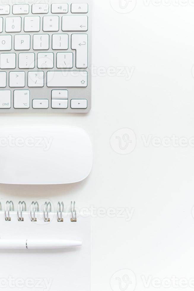 teclado y mouse de computadora foto