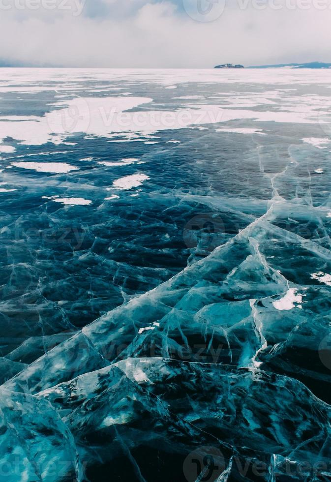 Baikal de invierno congelado foto