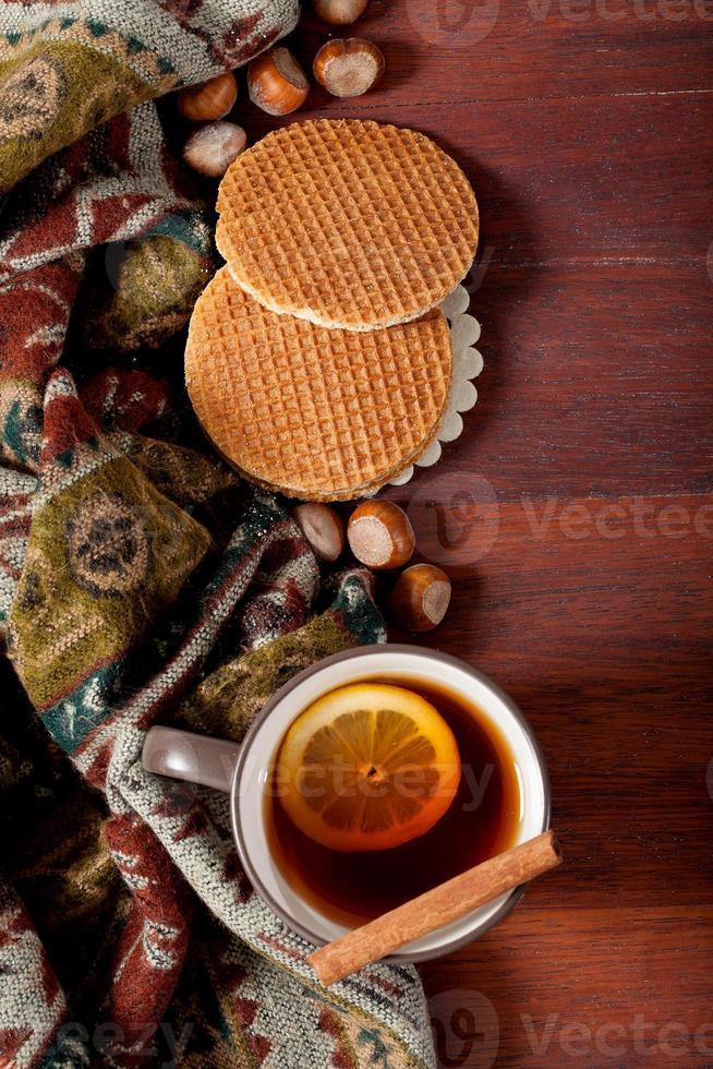 bebida de invierno y bufanda foto