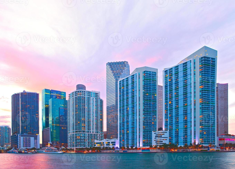 Ciudad de Miami, Florida, horizonte al atardecer foto
