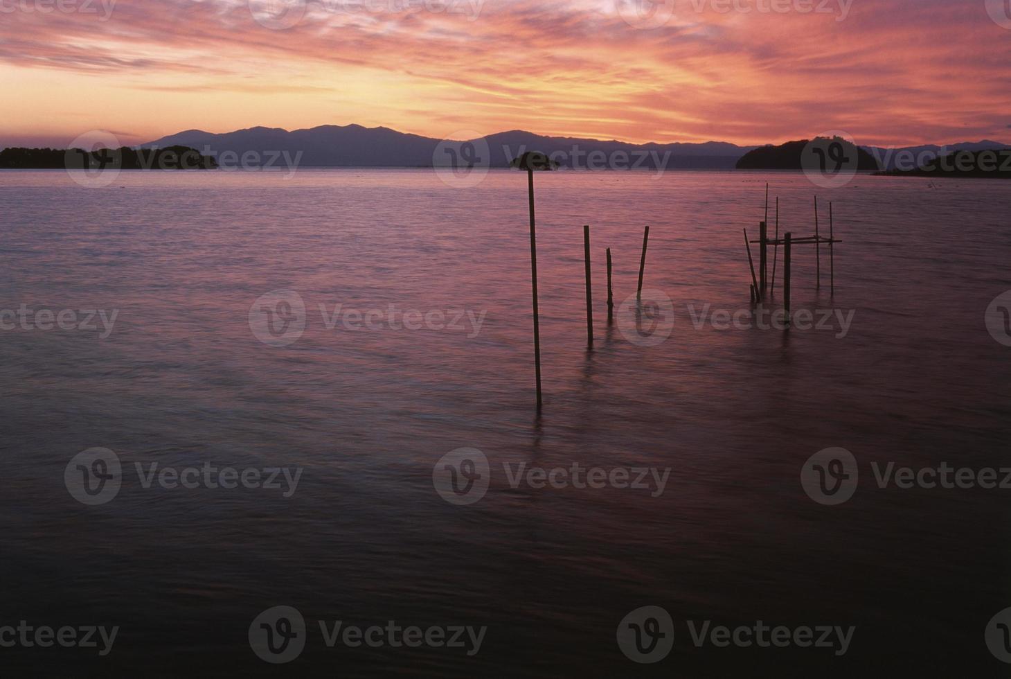 anochecer del lago biwa foto