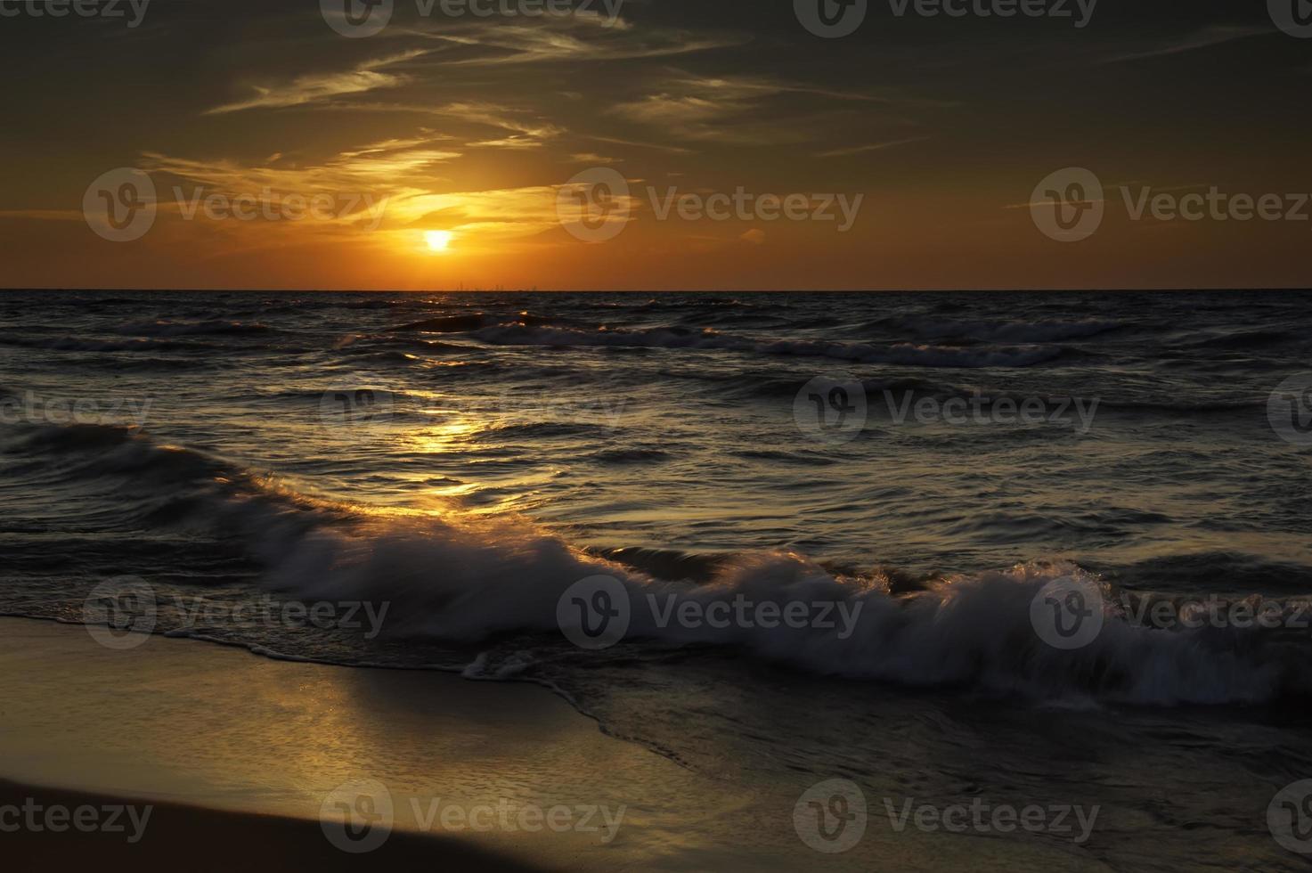puesta de sol en las dunas de indiana foto