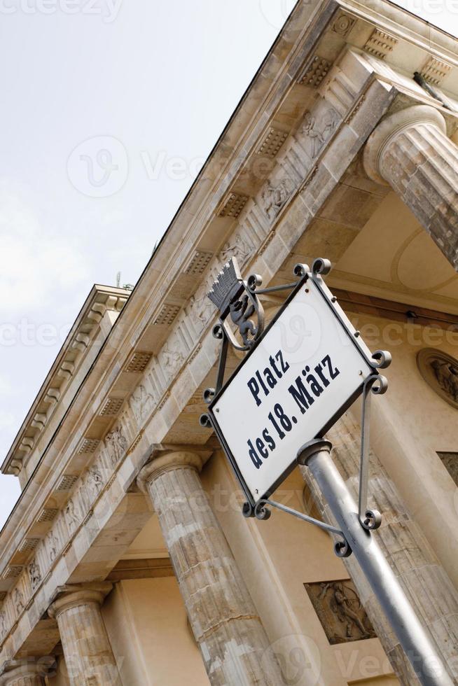 "signo del ""platz des 18 märz"" - berlín (alemania) foto"