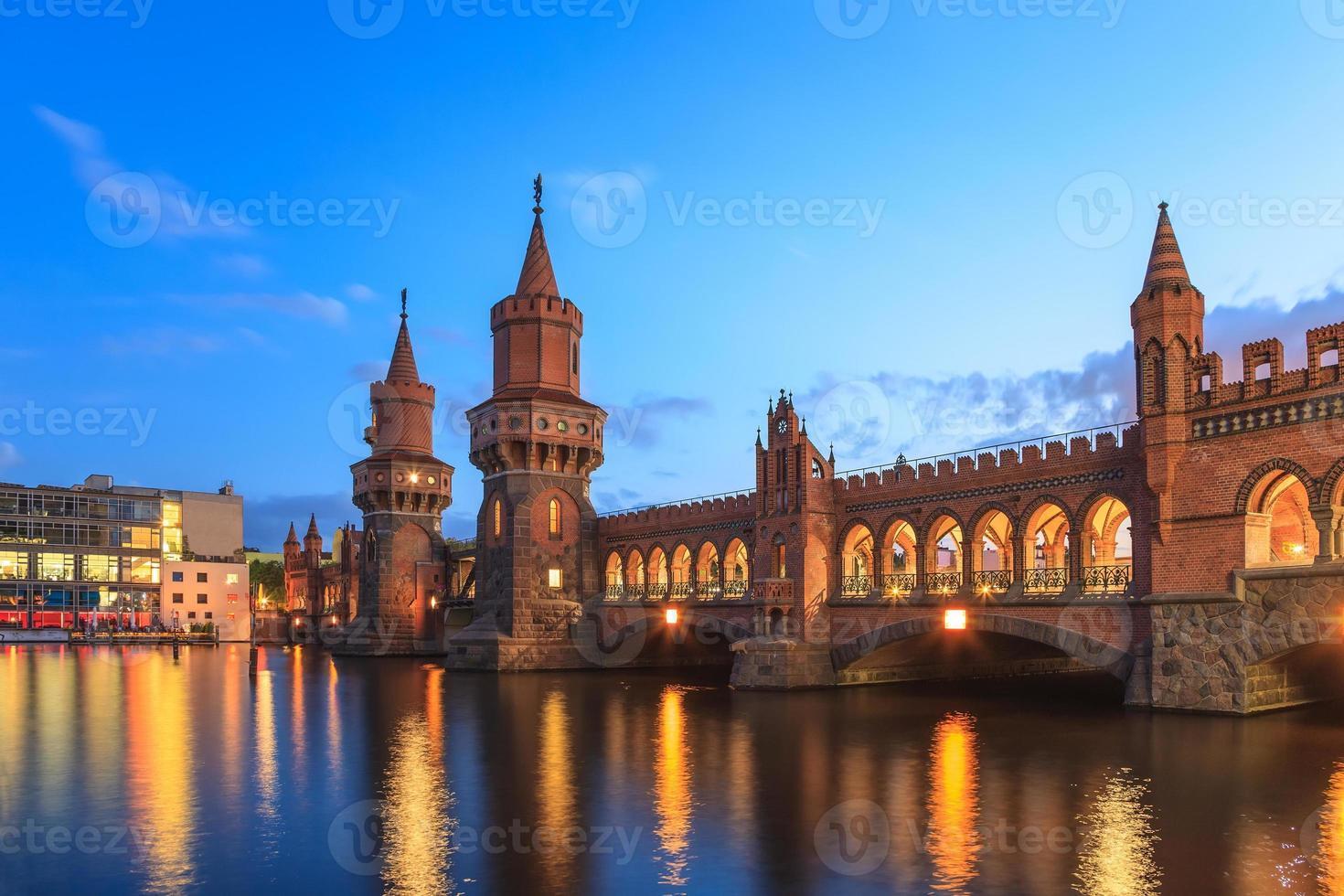 Puente de Oberbaum, Berlín, Alemania foto