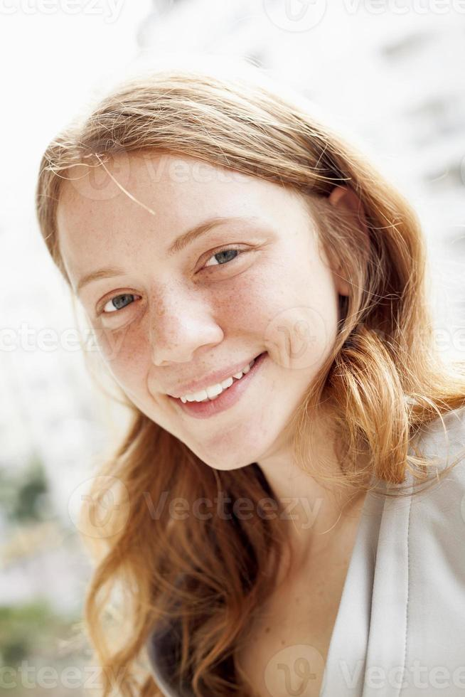 Retrato de joven rubia foto