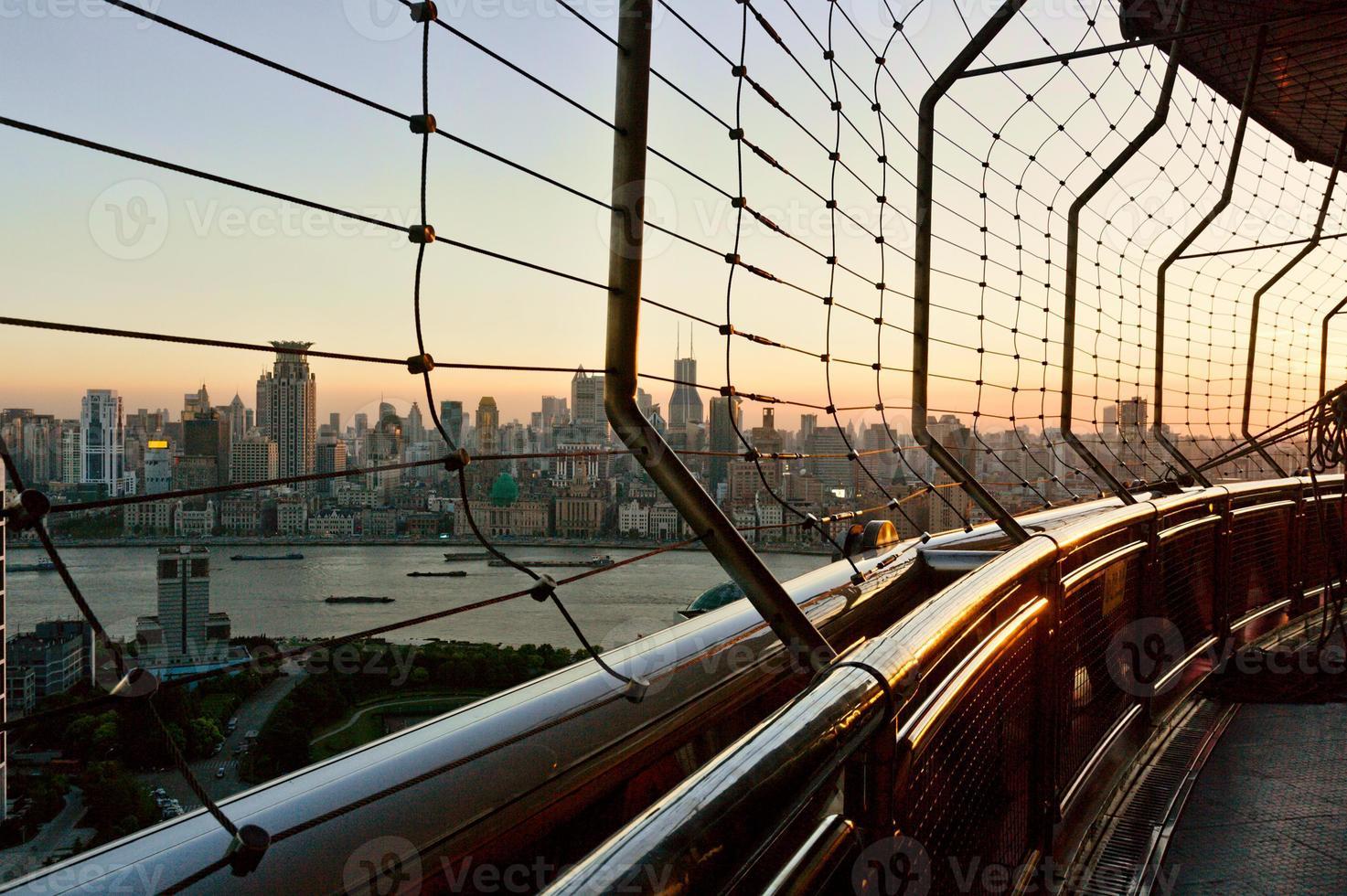 la vista de cityscpe desde un edificio moderno foto