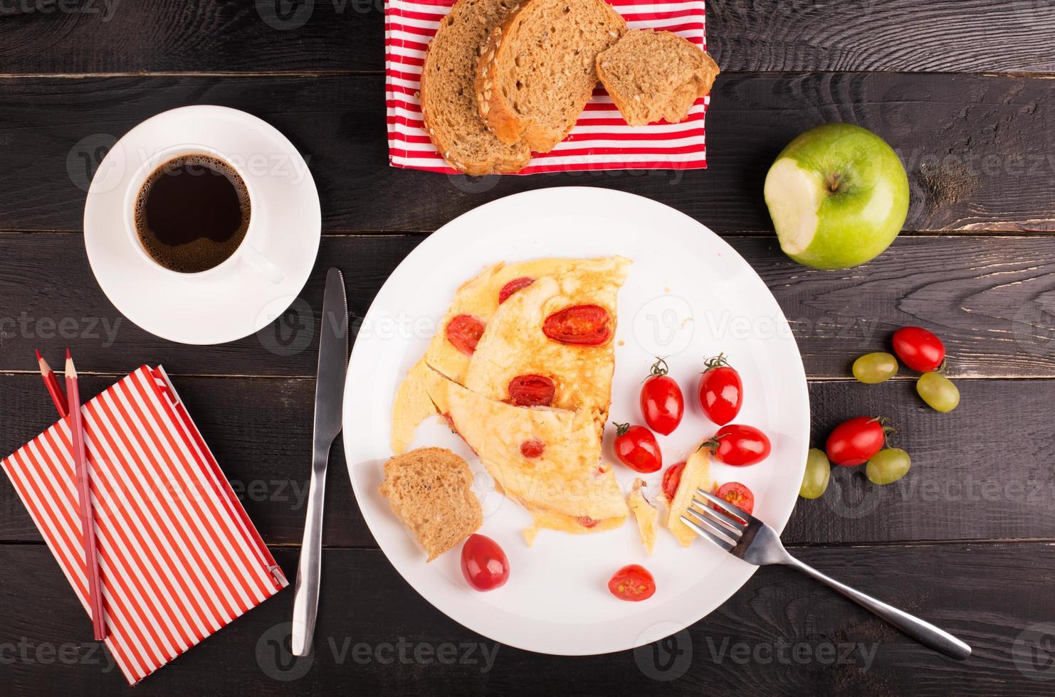 tortilla con tomates foto