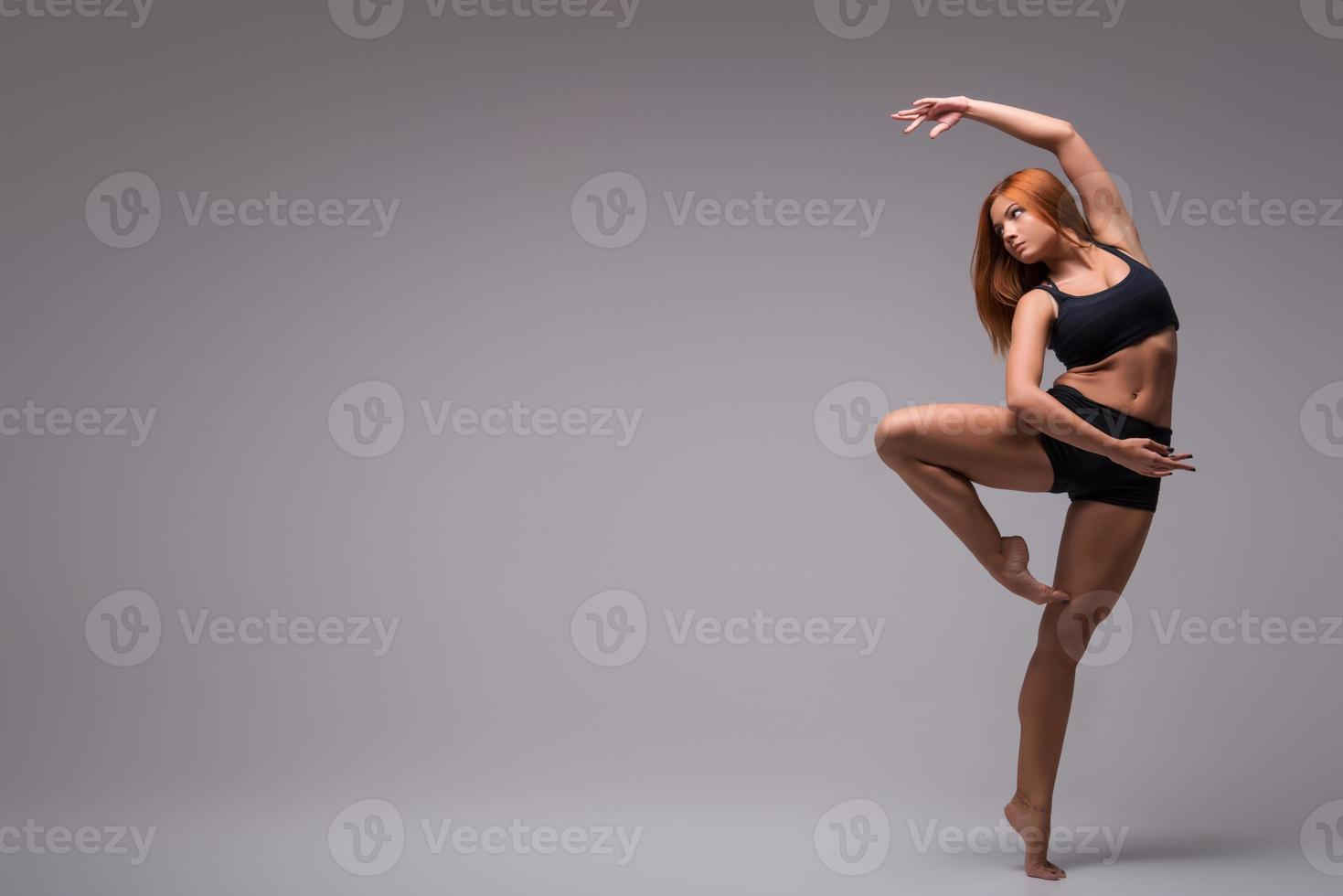 mujer gimnasta estiramiento foto