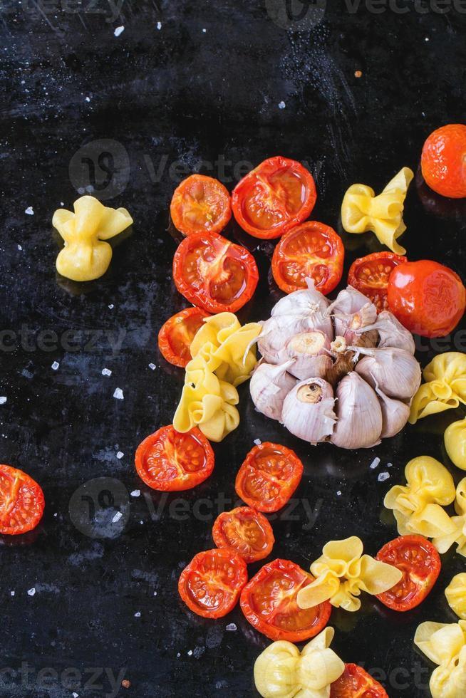 pasta y tomates foto