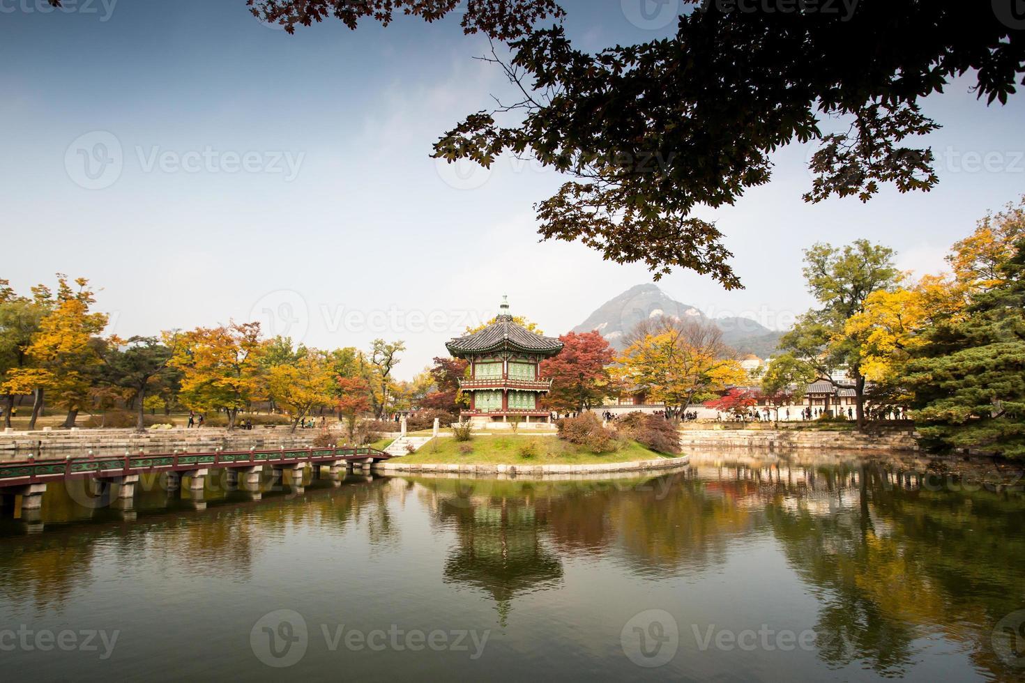 Palacio Gyeongbokgung en otoño foto