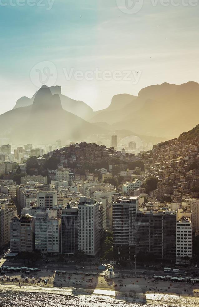 Vista aérea de la playa de Copacabana en Río de Janeiro foto