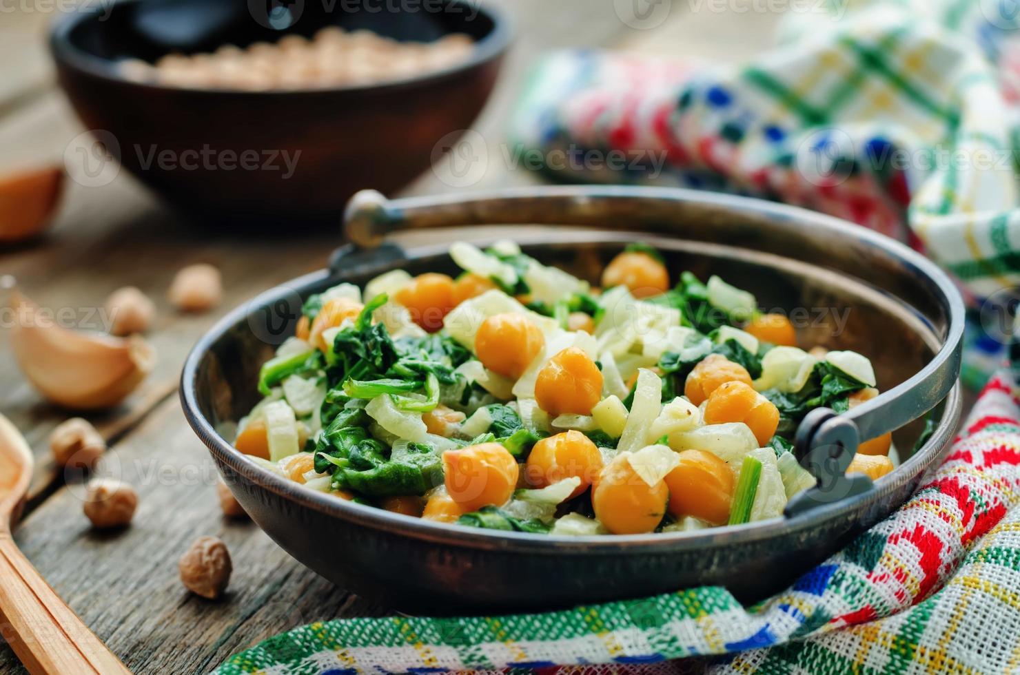 garbanzos y espinacas al curry foto