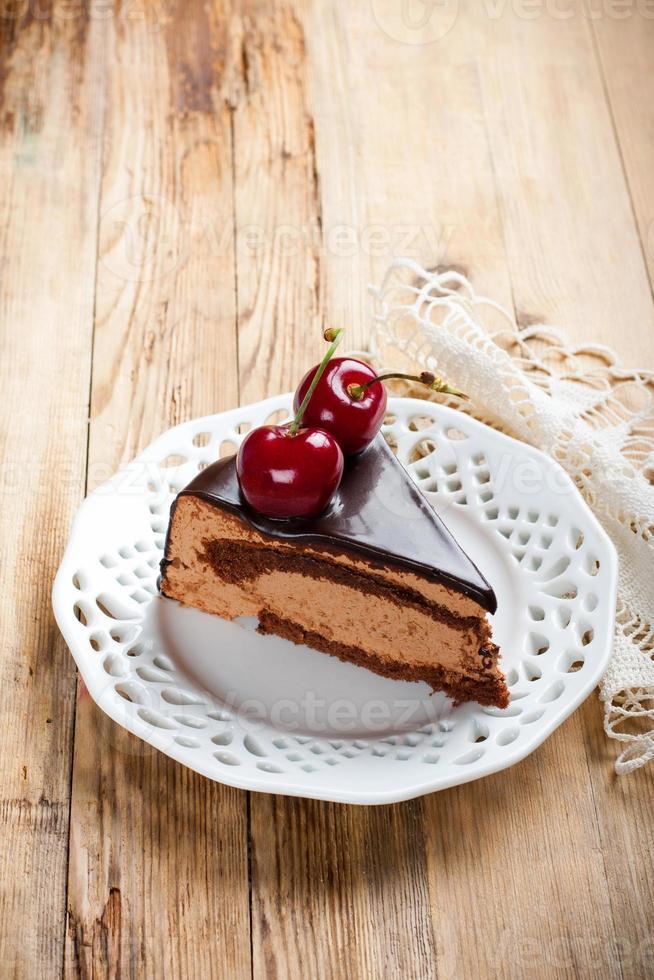 rebanada de delicioso pastel de mousse de chocolate foto