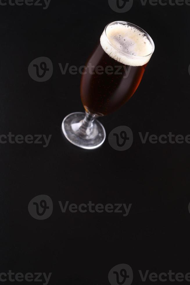 vaso de cerveza de ámbar foto
