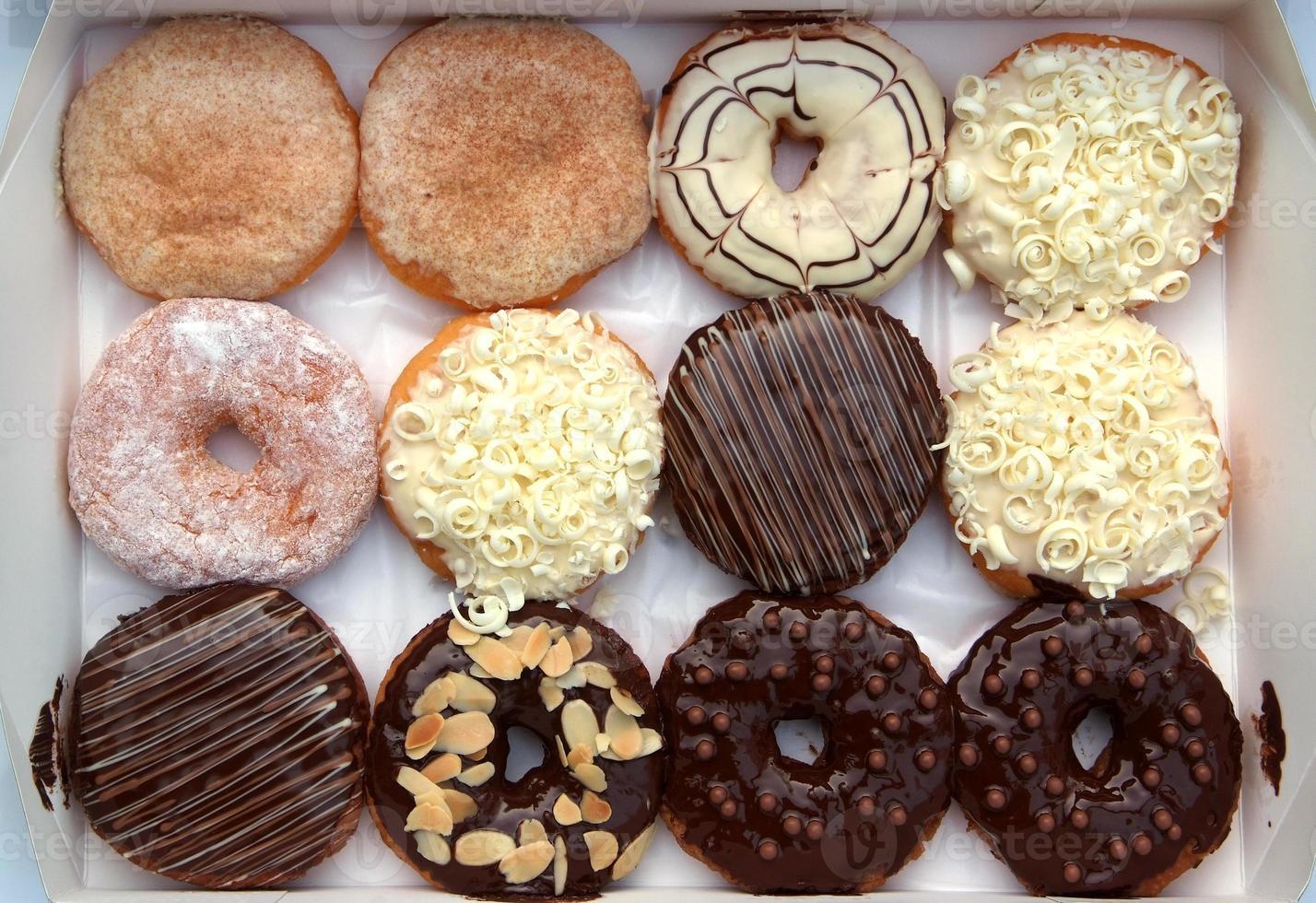 set van donuts in doos foto