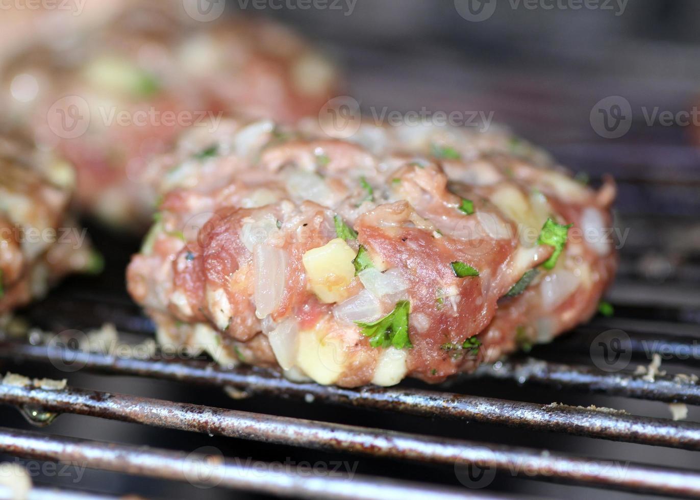 hamburguesa orgánica en parrilla foto