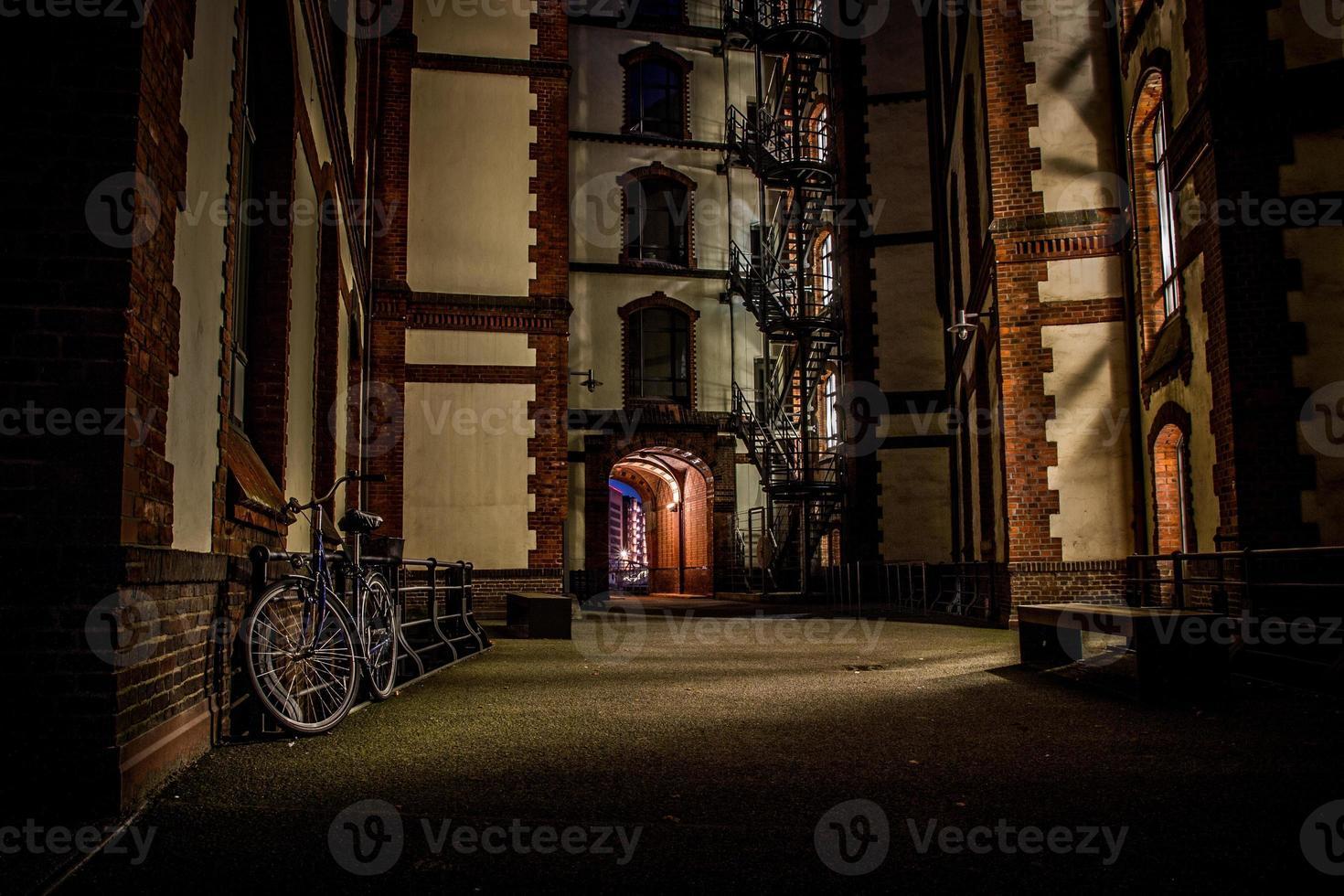 Speicherstadt Hamburgo Nachtaufnahme foto