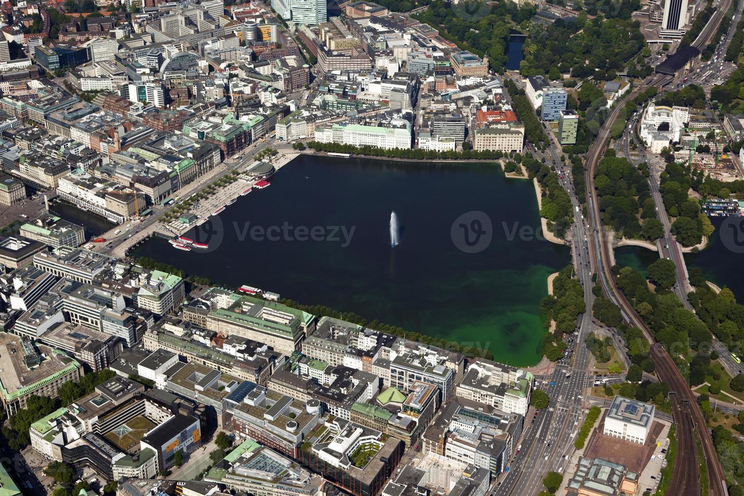 Vista aérea del lago Alster en Hamburgo foto