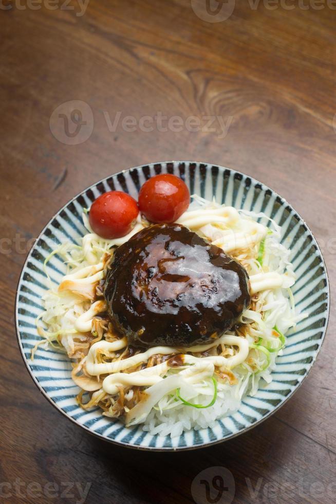 japonés cocinando en casa un don de hamburgo foto