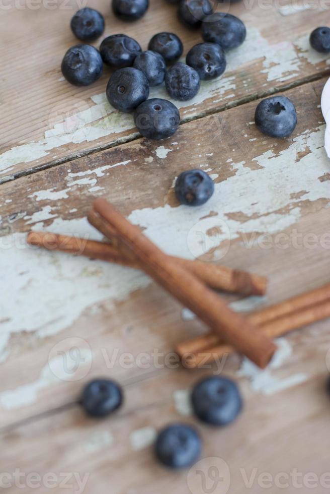 délicieux smoothie aux bleuets et aux bananes pour le petit déjeuner photo