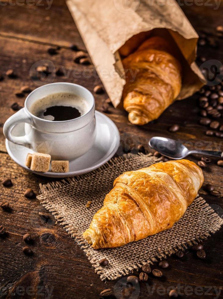 croissant y café foto