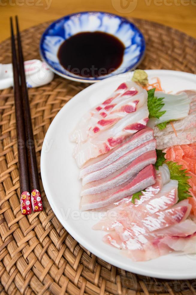 sashimi japonés foto
