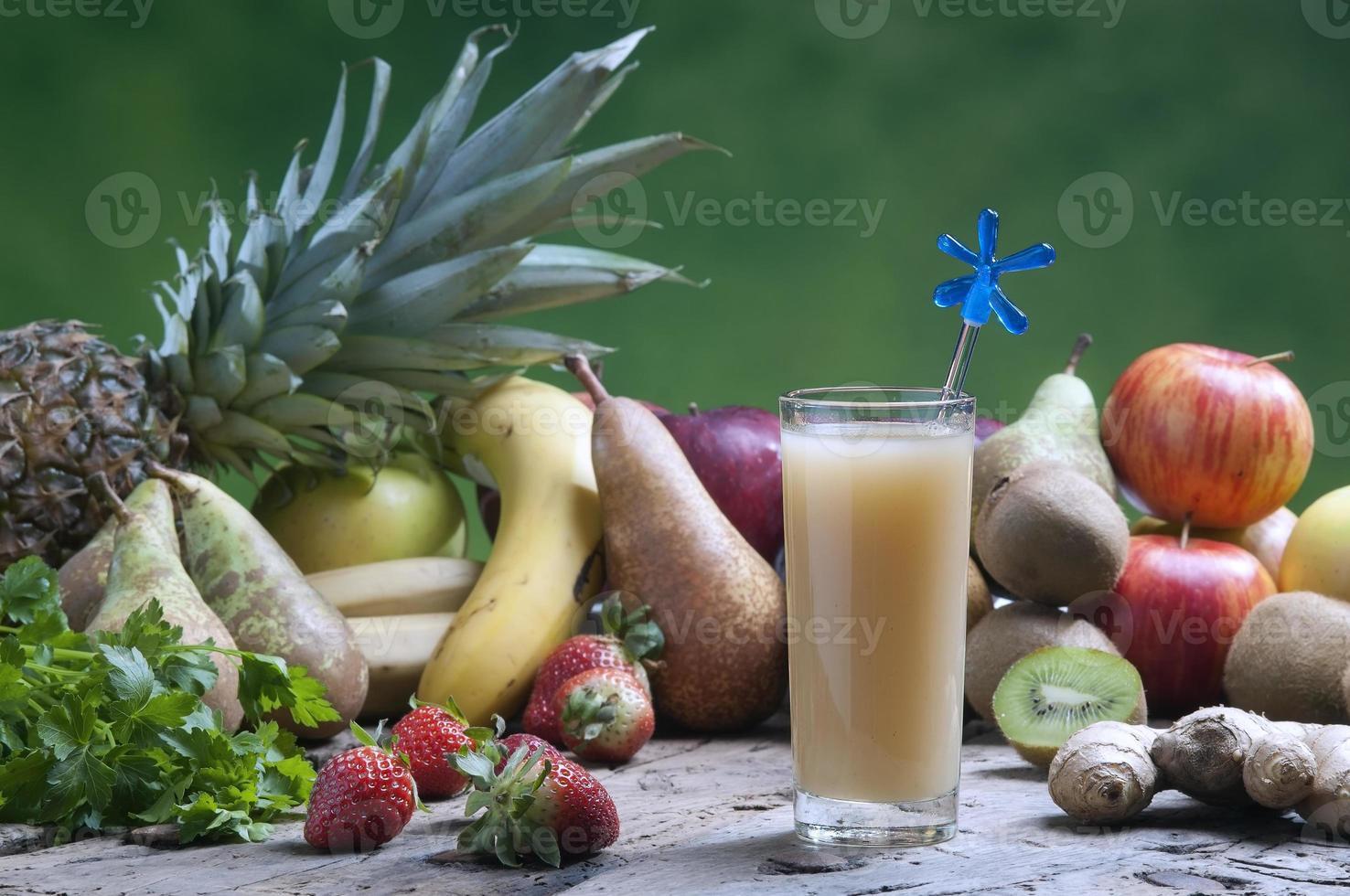 zumos de fruta recién mezclados foto