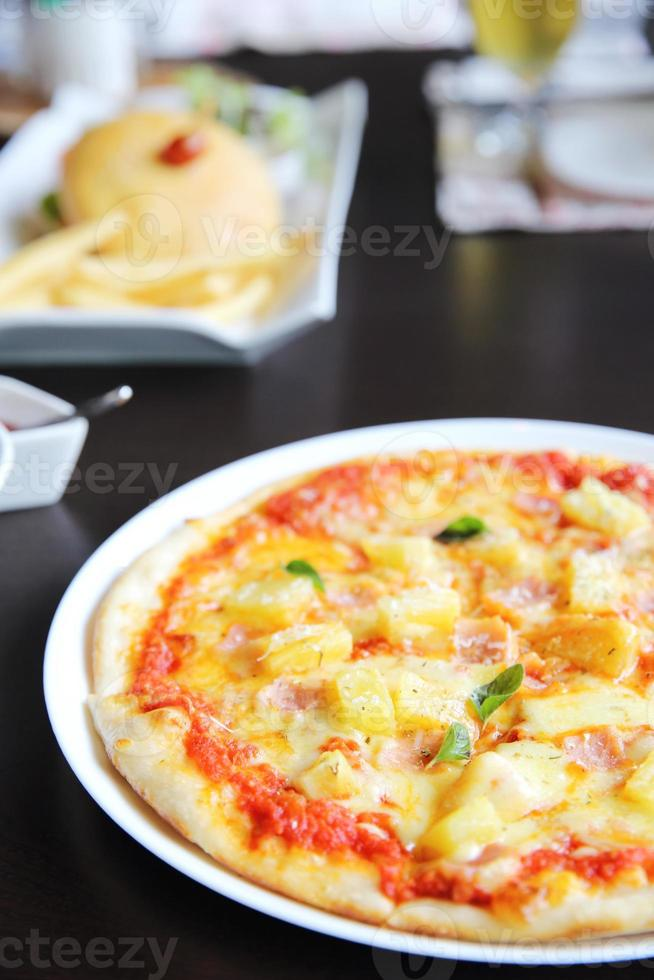 pizza horneada hawaii foto