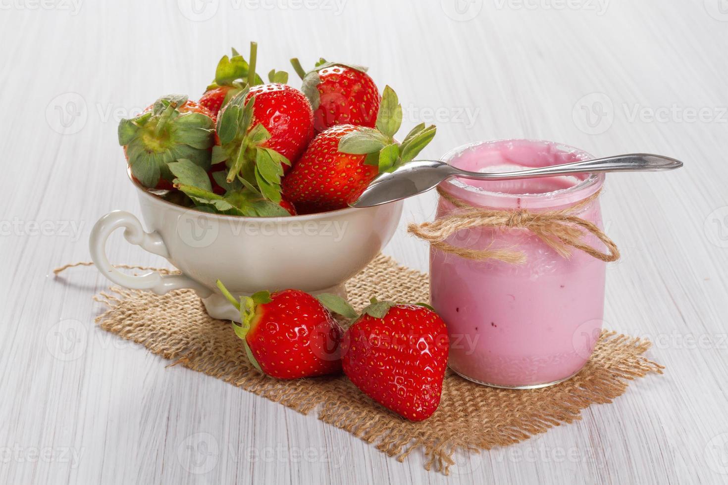 Yogurt de fresa foto