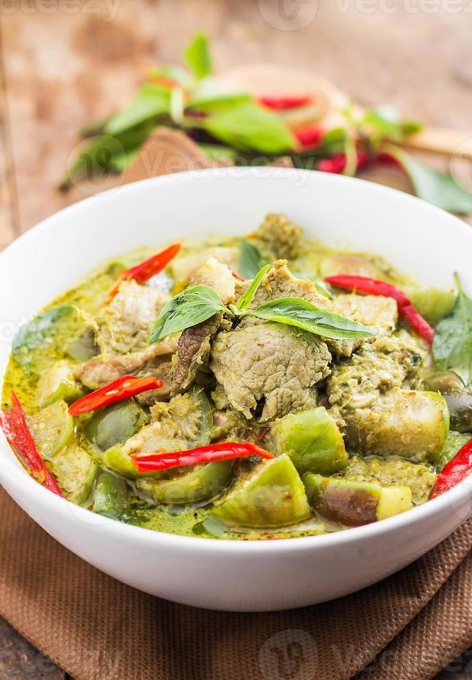 curry de cerdo verde, cocina tailandesa foto