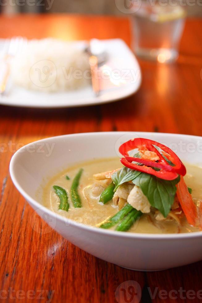 pollo al curry verde, comida tailandesa. foto