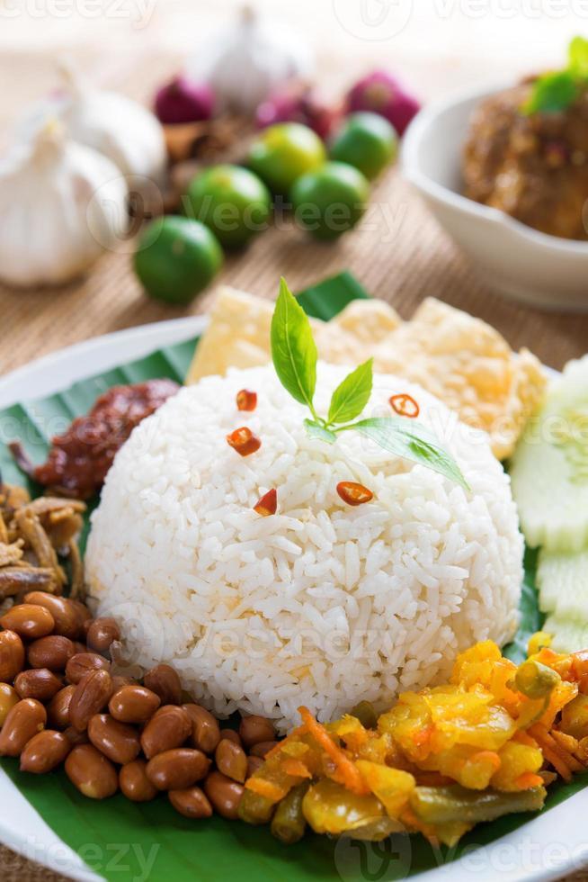 comida malaya nasi lemak kukus foto