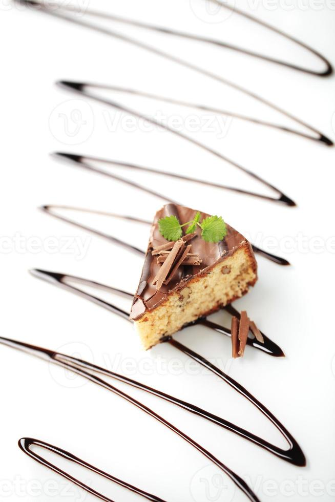 tarta de nueces con glaseado de chocolate foto