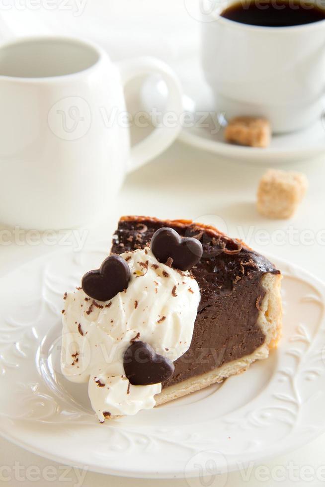 tarta de chocolate con tres tipos de chocolate. foto