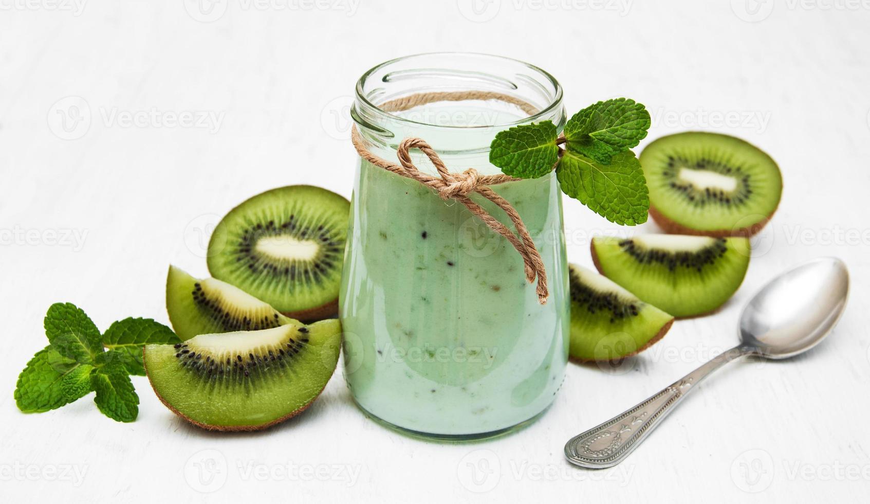 batido de kiwi en vaso foto