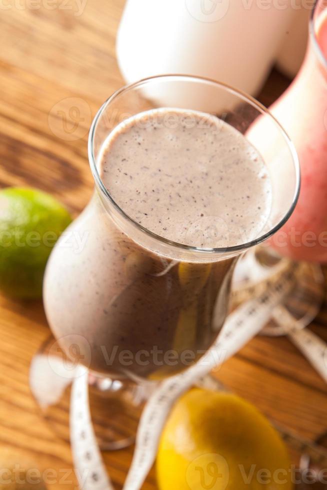 dieta saludable, batidos de proteínas y frutas foto