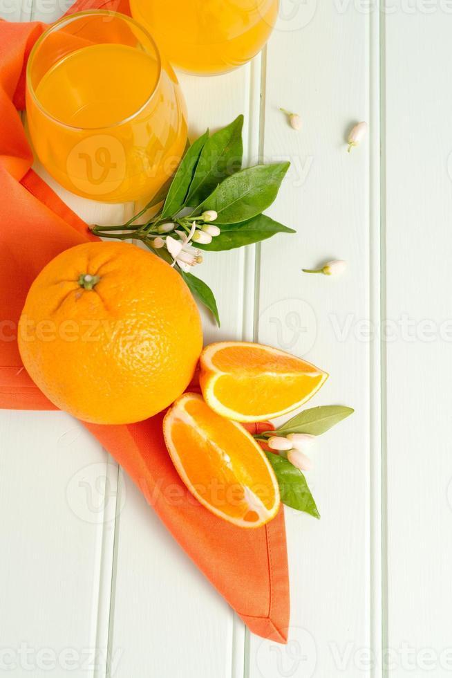 jugo de naranja recién exprimido foto