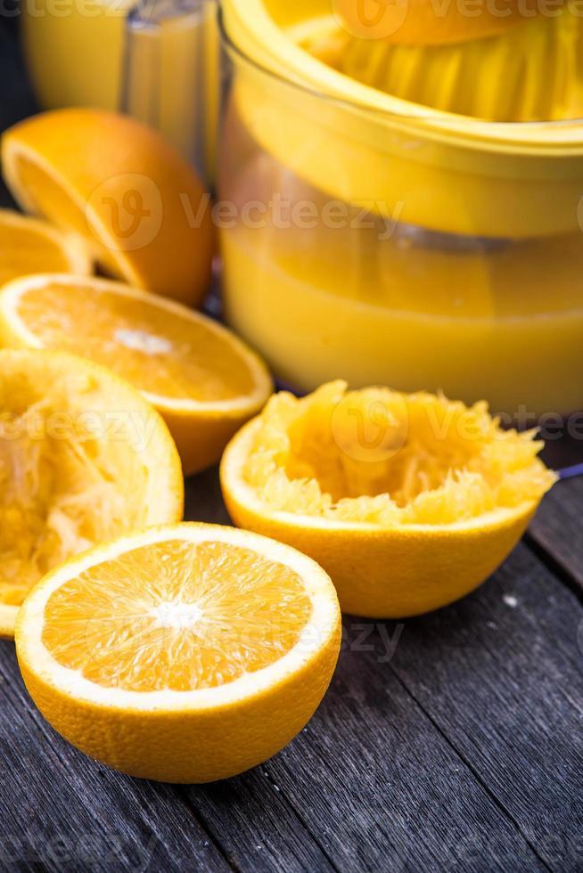 jugo de naranja casero recién exprimido foto