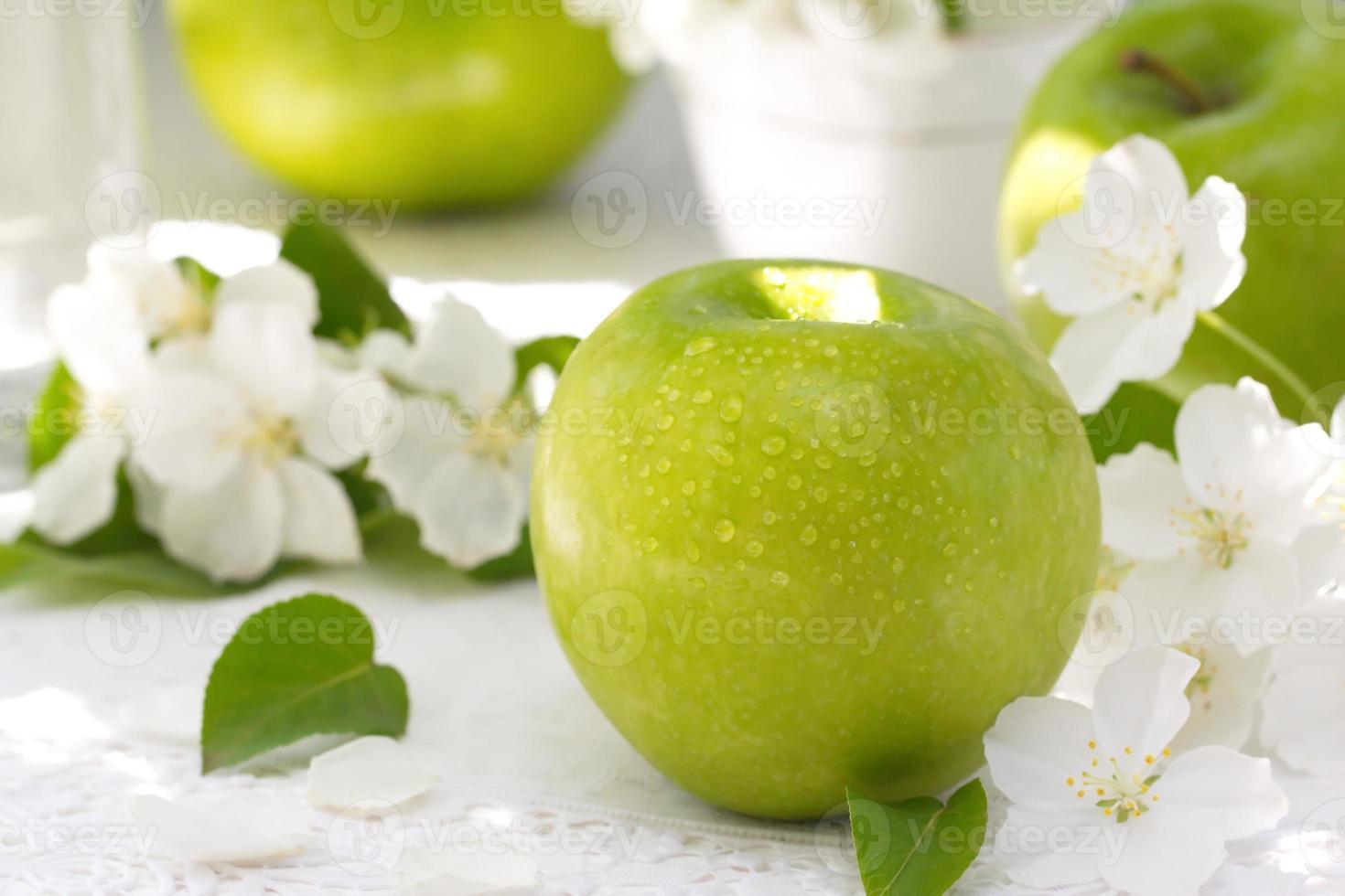 manzanas y flores foto
