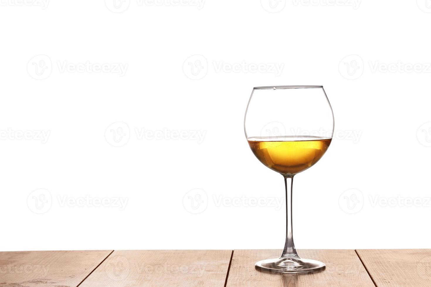 vino blanco en la madera foto