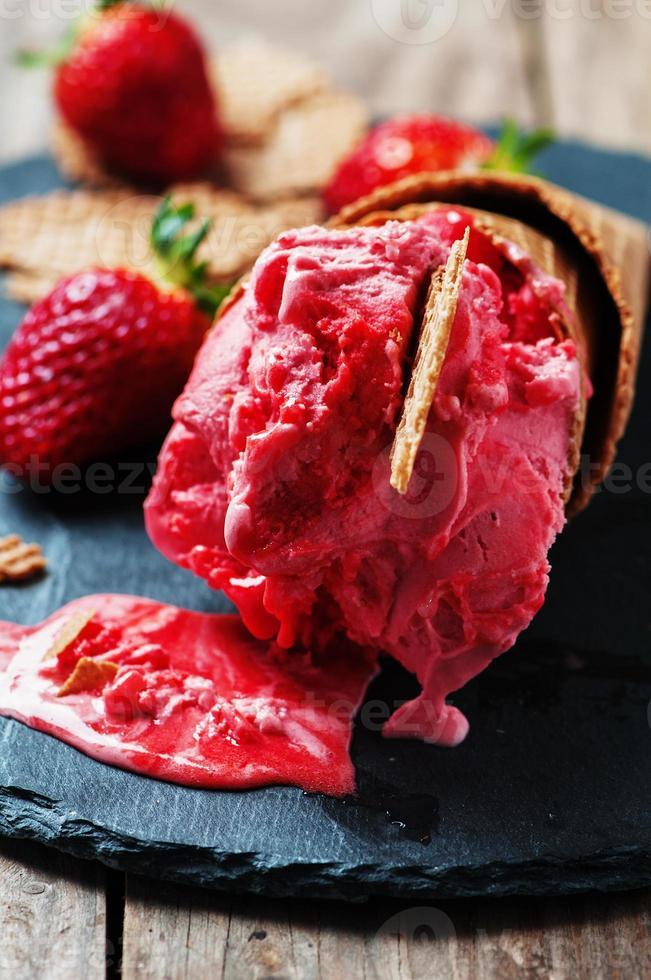 helado de fresa foto